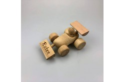 Race auto van houten klompje met ingebrande tekst